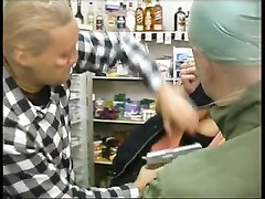 Store clerks get nailed by robbers Thumb