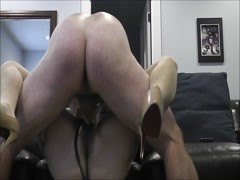 Nice hard fuck on the couch with creampie Thumb