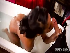 Danielle Cole loves to tear up in the bathtub Thumb