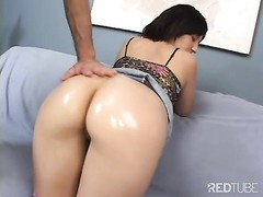 Sonia shows her torrid  booty Thumb