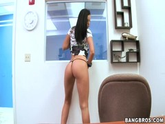 Black haired whore Larissa Dee gives head in pov Thumb