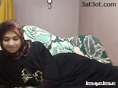 Arab chick drains on web cam Thumb
