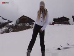 Girl out in the snow using toy in pussy Thumb
