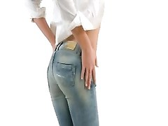 blonde 18yo bombshell unzips her taut  jeans Thumb