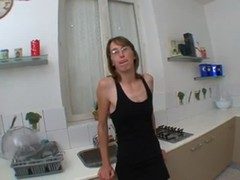 French mature Chloe fucked in the kitchen Thumb