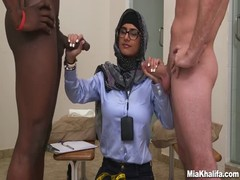 Sexy Mia Khalifa engages in a hot interracial threesome Thumb