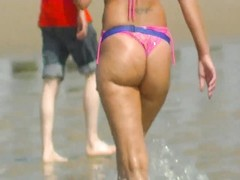 torrid  arse on the beach Thumb