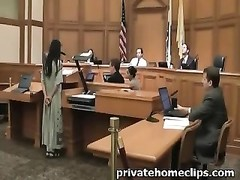 Hippy nudist disrobes Off During Court Hearing Thumb
