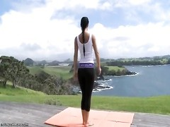 Melisa Mendiny spectacular yoga session Thumb