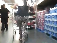 big booty in leggings at the market Thumb