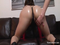 sexy Amy Anderssen wiggles  her bulky, lubricated donk Thumb