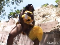 ebony Cheerleader shows off her moves Thumb