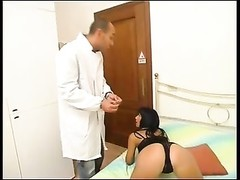 Playing doctor with an italian crazy milf Thumb