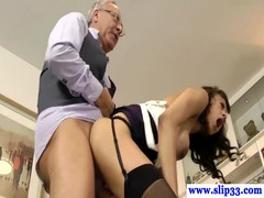 Old brit guy enjoys brunette pussy Thumb
