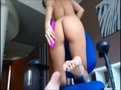 amateur pussy and feet show on cam Thumb
