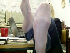 Mrs Teacher and her Nylonfeet Thumb