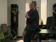 Sexy Valerie Fox earns the respect of her boss Thumb