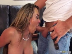 Holly Halston has her MILF twat ate out! Thumb