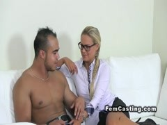 Female agent wanks cock in casting Thumb