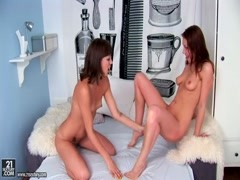 Young lesbians Kirsten,  Macy have superb sex Thumb