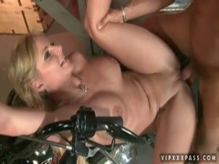 Lusty blonde momma Phoenix Marie gets anal sex Thumb