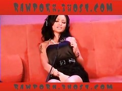 Tila Tequila rails  the sybian Thumb