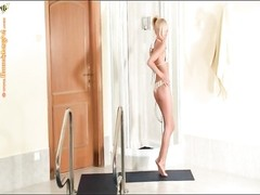 itsy blondie bombshell takes a impish shower Thumb