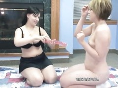 Veronica Snow and Angelica Meow fragment a big dildo Thumb