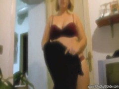 wifey makes husband in a fair temper with a blowjob in the couch. Thumb