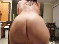Bubble butt babe with perfect shaved pussy dances Thumb