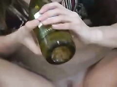 inexperienced - scorching youthful Brunette Bottling for Camera Thumb