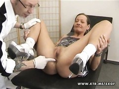 A outmoded inexperienced housewife waiting for the doctor and getting smashed in her butt with anal Thumb