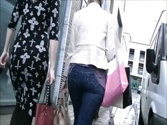 Candid ass walking in tight Levis jeans Thumb