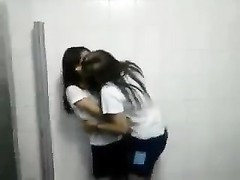 Brazilian stunners kiss in school Thumb