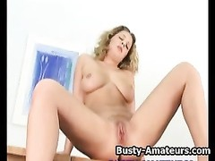 big-chested blondy amateur Anna milks her cunt Thumb