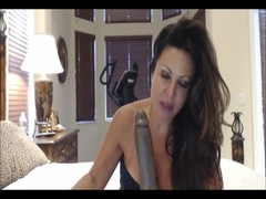 Hot milf going full spread eagle on webcam chat Thumb