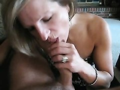 Housewife milf Gives upright Head for jizz Thumb