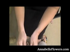 Amateur Annabelle Flowers puts a condom in a sexy way Thumb