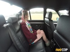 Carly seduced and fucked in her mouth right on the backseat Thumb