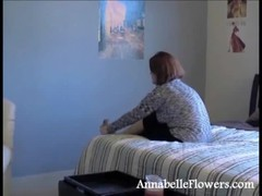 Busty milf Annabelle Flowers is having awesome soles Thumb