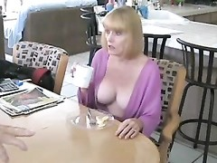 He fucks his mature housewife in kitchen Thumb