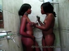 2 bootylicious Africans horny in shower Thumb