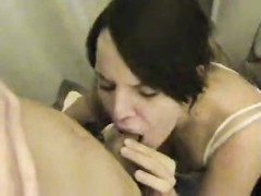 Blowjob in the changing rooms Thumb